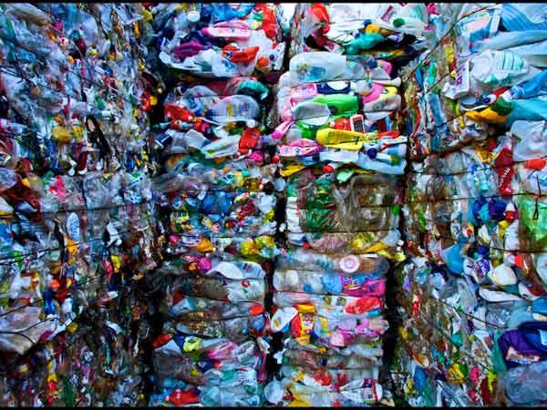 Contenitori-rifiuti-plastici-Suzzara