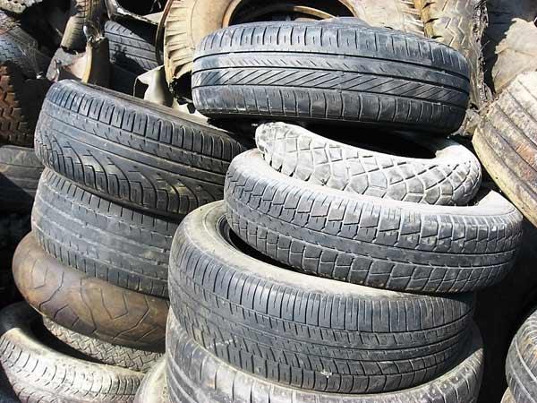 Discarica-pneumatici-fuori-uso-Suzzara